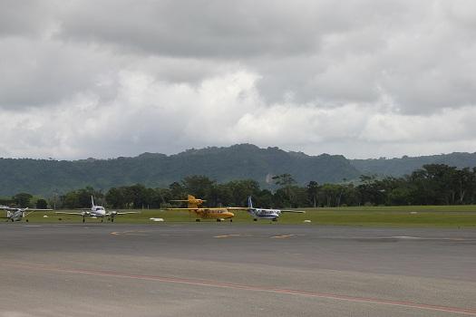 Port Vila: Bauerfield Airport Tarmac