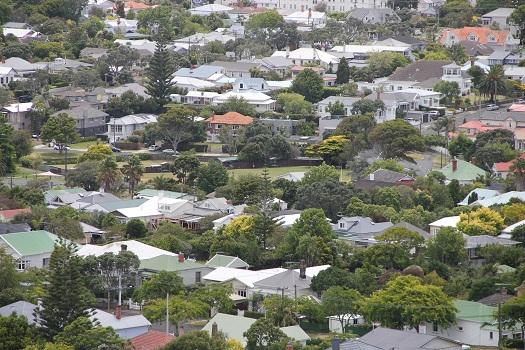 Devonport: traditionelle Kiwibehausung, unerreichbar für die meisten