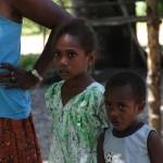 Mangaliliu - Von Fremden faszinierte Kinder