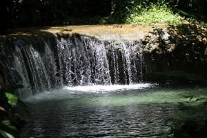 Mele Cascades Wasserfall - klar und warm