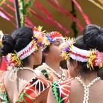 Kiribati Taenzerinnen warten auf ihren Auftritt