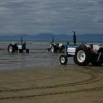 "Traktoren an der Sandy Bay in Marahau - Ausgangspunkt vieler ""water taxis"""