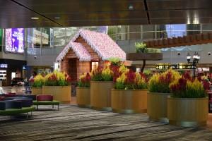 Deutsches Hexenhäuschen am Flughafen Singapur