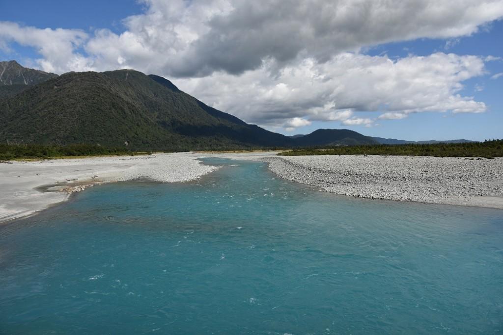 Der blaue Schimmer mineralreichen Wassers (c) NZ2Go.de