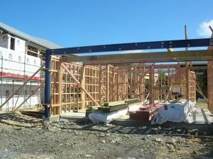 Leichtbauweise in Auckland: keine Unterkellerung, eine Stahbetonplatte, ein paar Rigipswändeplatten auf ein Holzgerüst getackert - fertig ist das Haus. (c) NZ2Go.de